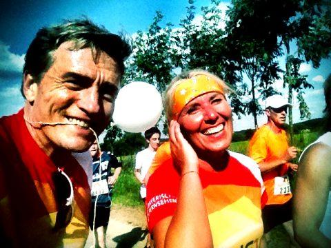 Beim Finale 2013 - wieder so ein heißer Lauf - gehen Doris und Stefan gemeinsam durch die zehn Kilometer!