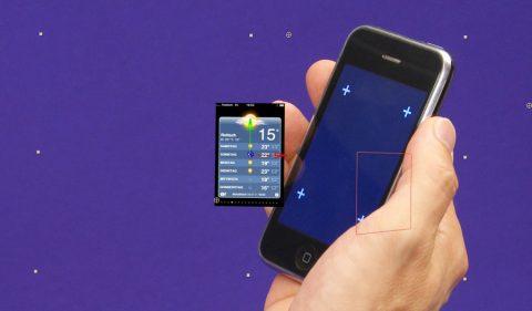 Handy simulieren: Bei der Aufnahme zeigt das Handy nur vier kleine Kreuze. Sie dienen später am Rechner zur Montage des künstlichen Screens auf das bewegte Telefon.