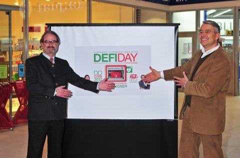 Auftraggeber und Initiator präsentieren den DEFIDAY in Holzkirchen: Peter Sieben und Dr. Christian Pawlak