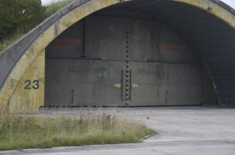 Der Fliegerhorst: Damals Schauplatz von Schießereien, Feuer und Tod.