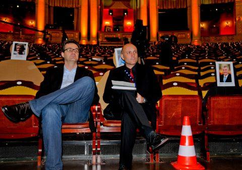 Ohren auf! Thomas & Thomas lauschen gespannt der Samtstimme von Zucchero.