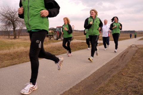 Ins Grüne: Laufstarke Damenriege verlässt Wolnzach und stürmt die Natur