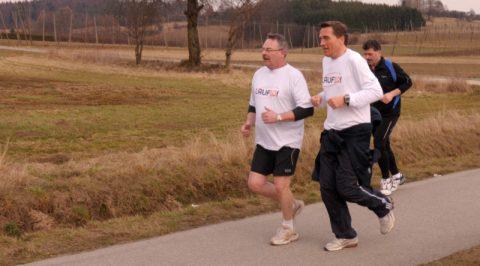 Querfeldein: Jörg und Stefan plaudern ein Stück vom 6-Kilometer-Weg