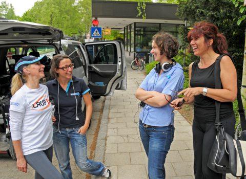 Schlussrunde:Lauf10-Chefin Tanja (rechts) geht jetzt erstmal Steckerlfisch-Essen...;-)
