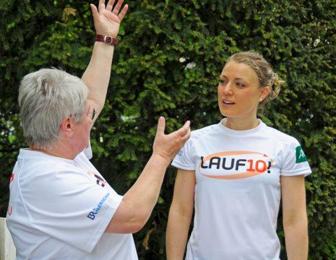 Fachsimpelei: Helga und Caro im Erfahrungsaustausch - welches Körperteil macht wann was und wie...