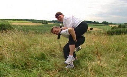 Notfalls huckepack: Und wenn Angelika mal nicht mehr kann, packen wir sie einfach auf den Rücken...