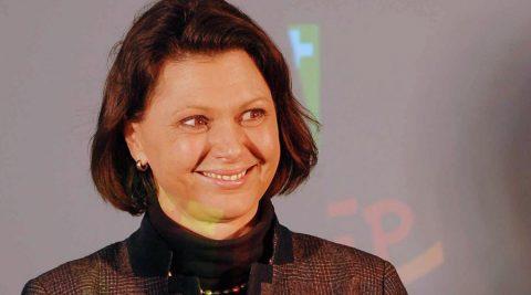 Ministerin Ilse Aigner kommt gern & gut gelaunt. Und: Sie bekommt einen Defi von uns!