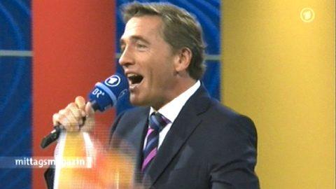 Hallo Berlin! Freitag 13:25 Uhr. Hansi Fischer übergibt nach Berlin und Stefan rockt die Halle. Das Publikum tobt...
