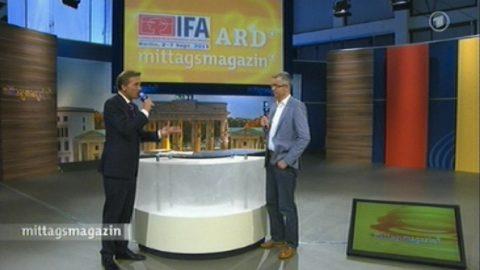 Experte! Medien-Fachmann Frank-Oliver Grün betritt unsere Bühne und nimmt die Zuschauer an die Hand, was Trends und Technik betrifft.