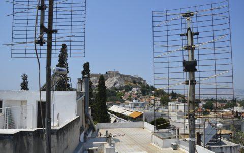 Signale. Dachblick vom Athener ARD-Studio auf die Akropolis. Jetzt bloß keine Strahlungsangst...;-)
