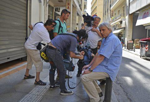 Arbeits-Spaziergang. Wir drehen einen neuen Spaziergang durch Athen mit Korrespondent Peter. Für die Tonleute eine echte Herausforderung...