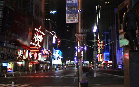 Der Times Square morgens um vier Uhr: Schläft die Stadt doch mal?
