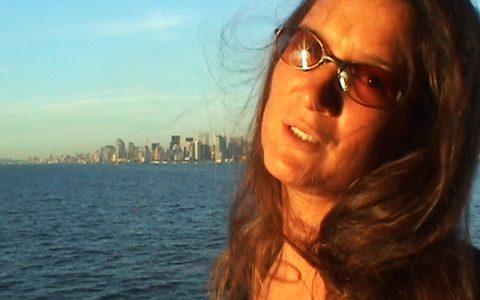 Grandioser Ausblick von der kostenlosen Fähre auf die Skyline: Carmen in Trance!