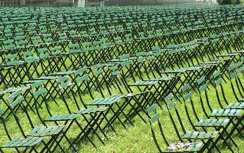 Über 2100 leere Stühle im Bryant Park: Installation zur Erinnerung. Und niemand wird sich auf einen der Stühle setzen.