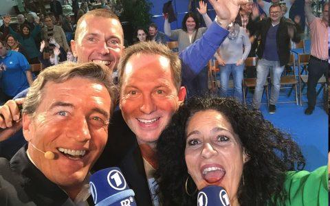 Auch Kollege Thorsten Otto stößt zu uns - und folgt im Programm nach der Rundschau-Show!