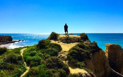 Der Wanderer über dem Sonnenmeer: Die unaufgeregte und farbenfrohe Algarve passt immer mal für eine Woche zwischendurch.