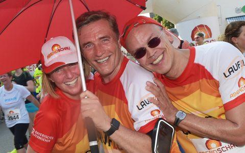 Die Schirmherrschaften: Astrid, Stefan und Matthias nach dem Zieleinlauf - happy, nass und durstig!