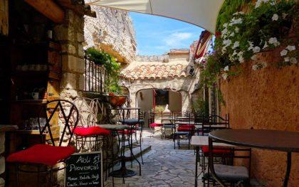Ebenfalls in der Provence in einem Bergdorf: Ein Ober-Kuschel-Wohlfühl-Restaurant!