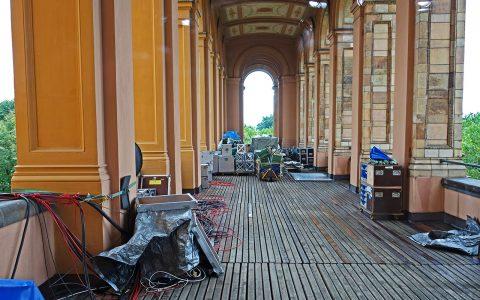 Im Ostflügel des Landtages können wir frische Luft schnappen: Guter Stauraum für die Technik!