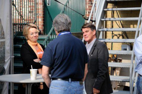Die Studiobosse unter sich: Leiterin Hanni und Co-Korrespondent Udo beim Kaffee-Plausch.