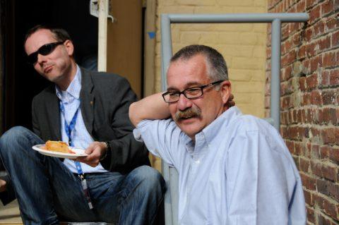 So schön kann Mittagessen sein: Ein Sandwich-Teller auf der Eisentreppe. Und Thomas freut sich schon das Steak abends im Georgia Brown.