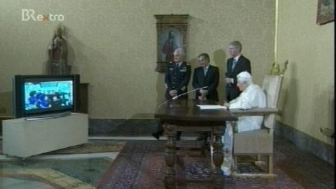 Szenerie im Vatikan: Der Papst und die Astronauten im Talk!
