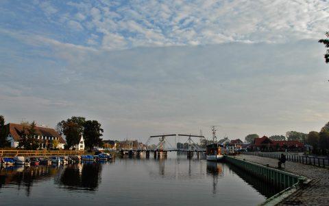 Morgenstimmung in Wiek: Die alte Zugbrücke ruht noch