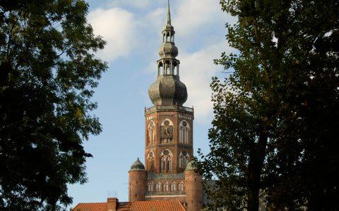 Postkartenblick auf den Nikolai-Dom in Greifswald