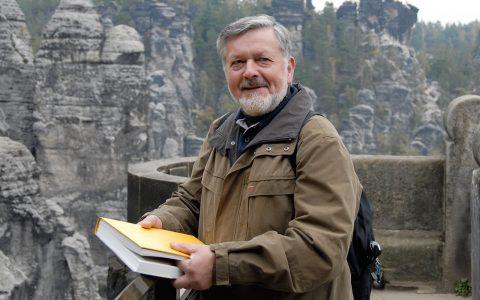 Frank Richter führt uns auf die Bastei - mit Blick auf ein Felsenmeer