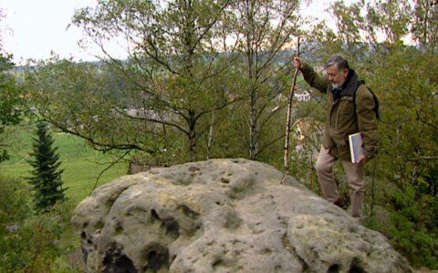 Unser Kamerakran fängt Frank Richter beim Wandern auf den Caspar-Felsen ein!