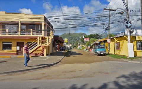 Straßenszene in Honduras: Spannende Ausblicke während der Fahrt zum Dorf.