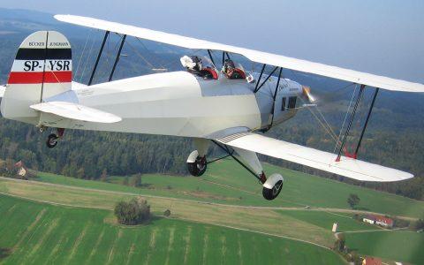 Schwebende Begleitung für unser Doppeldecker-Team: Auf nach Regensburg!