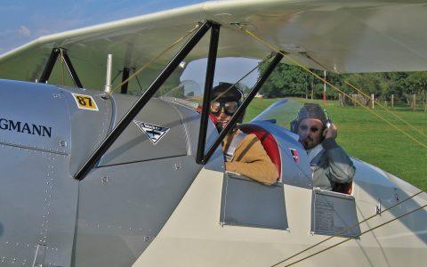 Takeoff? Gleich gehts los - Pilot Reinhard und Passagierin Romy sind startklar.
