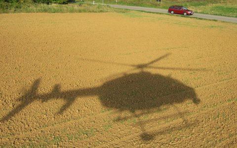 Bodennähe: Der Top-Pilot hat sein Gerät gut im Griff!
