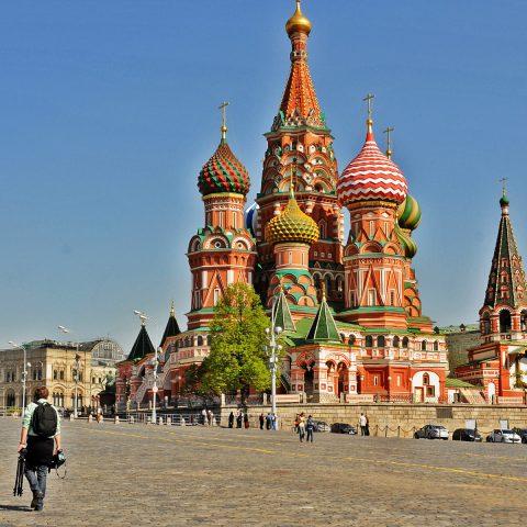 Die Liebe der Russen zur Farbe sticht sofort ins Auge.