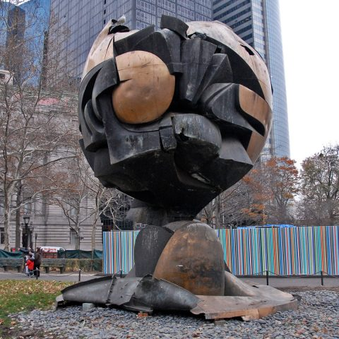 """Fritz Koenigs """"Sphere"""", ein Kunstwerk, das 9/11 einigermaßen unbeschadet überstanden hat..."""