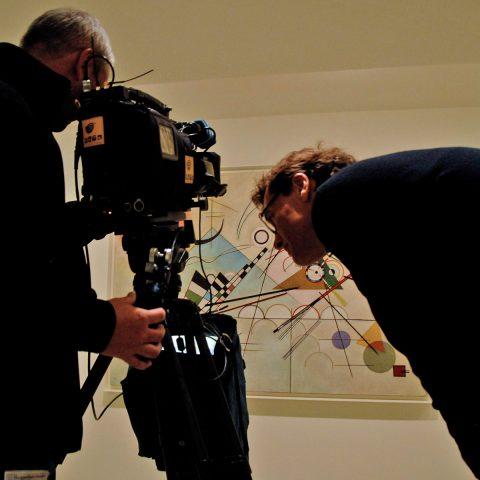 Stefan kontrolliert Bild, Ausschnitt und Bewegung. Passt alles!