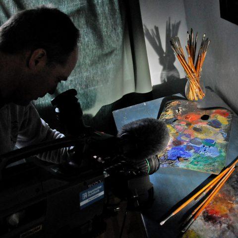 Stephan rückt die Palette ins richtige Licht - die Farben erstrahlen!