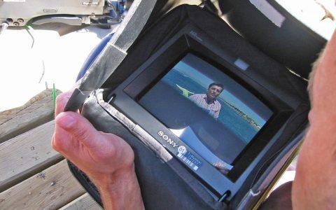 Der Monitor läuft heiß: Bild- und Tontest nach den Aufnahmen im Tretboot.