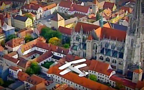 Bilderbuch-Flug über die schöne Altstadt von Regensburg!