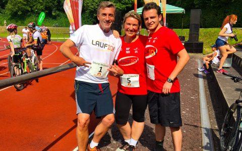 Kurz vor dem Start nochmal ein Familienfoto: Tommy Schwimmer und Stefan umrahmen Erstläuferin Sabine!
