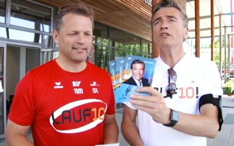 Tommy Schwimmer kann sich vor Autogrammwünschen kaum retten. Tom und Stefan bringen ihre Konterfeis nur mit Mühe los...;-)