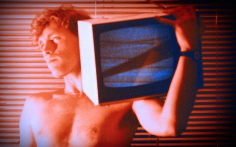 Schon immer fernseh-affin: Der junge Scheider mit einer Röhre auf der Schulter - aus der megapeinlichen Sturm- und Drangzeit...;-)