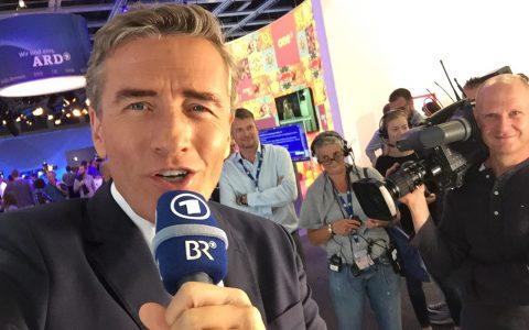 Letztes Selfie vor dem Live-Auftritt: Gleich übergibt Hansi aus München für eine Viertelstunde in die ARD-Halle!