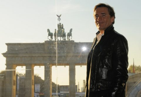Guten Abend! Studio-Besichtigung am Brandenburger Tor in der güldenen Herbstsonne - ein Postkarten-Blick...