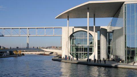 Staun-Gebäude: Blick auf den dritten Parlaments-Neubau, das Marie-Elisabeth-Lüders-Haus...