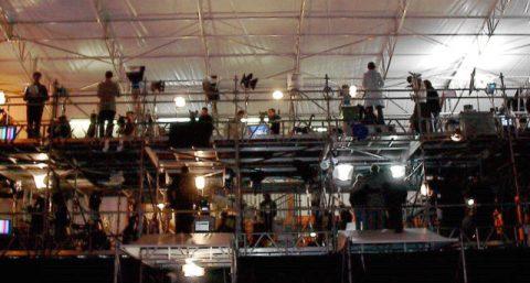 Dauersendung! Unser ARD-Korrespondent Michael reiht sich in die vielen TV-Anstalten aus aller Welt ein - und sendet und sendet...