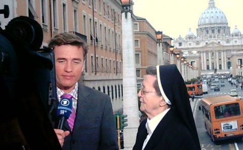 Schwester Maria Sie stand noch nie vor einer Kamera - und tritt jetzt im Mittagsmagazin auf: Schwester Maria vom Orden der Palutinerinnen. Anschließend sind sich alle einig: Die Schwester hat uns alle in die Tasche gesteckt.