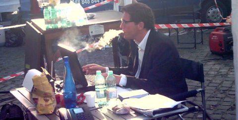 Weißer Rauch auch aus Stefans Munde: Die Kreativ-Zigarette für das Moderationen-Basteln...