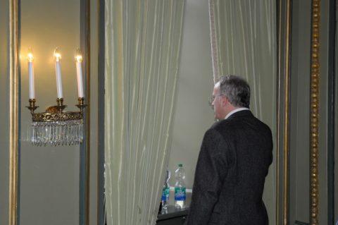 Hallo Karl...? Wer schaut denn so melancholisch aus dem Hotelfenster...?